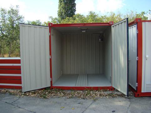 Контейнер за опасни материали с отворена врата