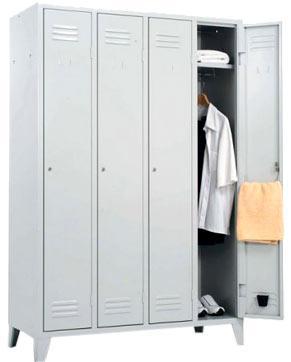 Снимка на четворен метален гардероб